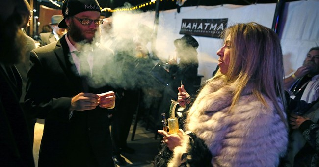 Colorado warms to pot clubs, despite federal uncertainty