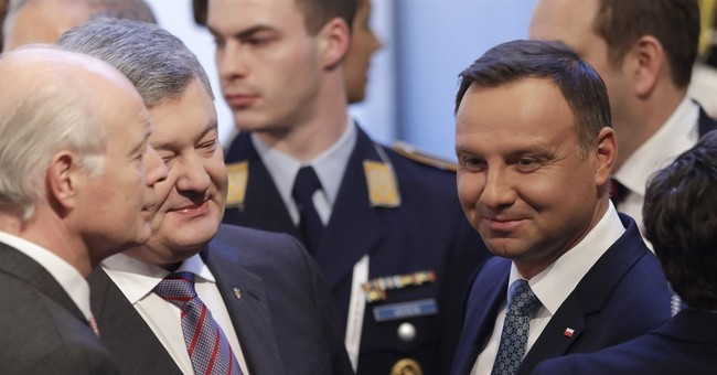 "Ukraine leader warns West not to ""appease"" Russia"