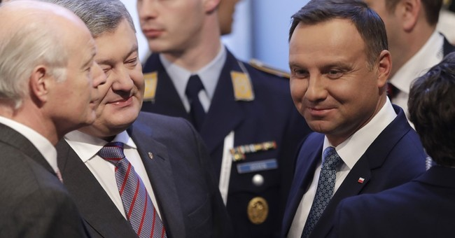 """Ukraine leader warns West not to """"appease"""" Russia"""