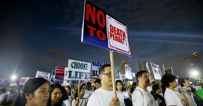 Filipino Catholics protest drug killings, death penalty
