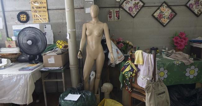 Rio Carnival revelers hunt for bargains amid economic crisis