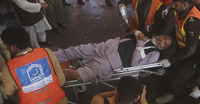 Suicide bombers kill 6 outside court in northwest Pakistan