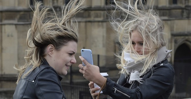 Strong gales batter northern Europe, killing 1 in UK