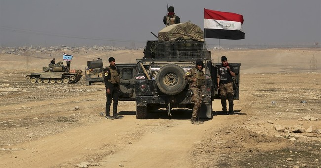 Iraqi forces advance in Mosul, strike IS inside Syria