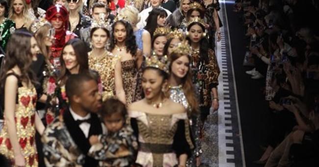 Pamela Lee and Jamie Foxx hobnob at Dolce & Gabbana