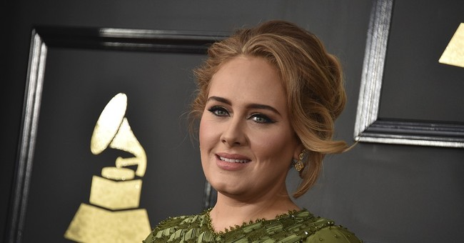 Adele gives thumbs up to Emma Stone, 'Moonlight'