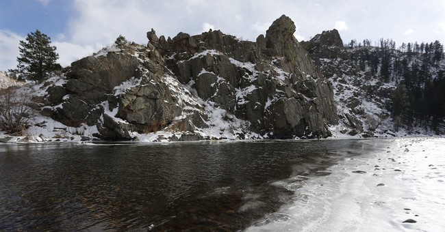 Study finds peculiar tie between warm climate, slow snowmelt