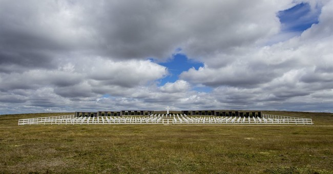 Fallen Argentine troops' relatives wait for identification