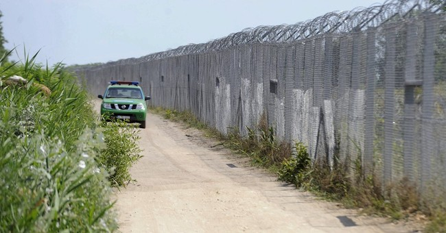 Hungary building 2nd border fence to stop migrants
