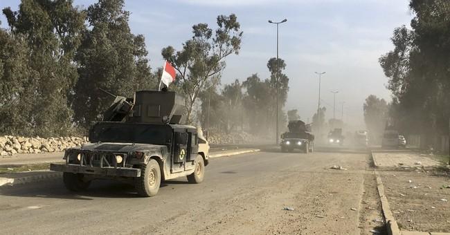 Iraqi forces push toward Mosul government complex