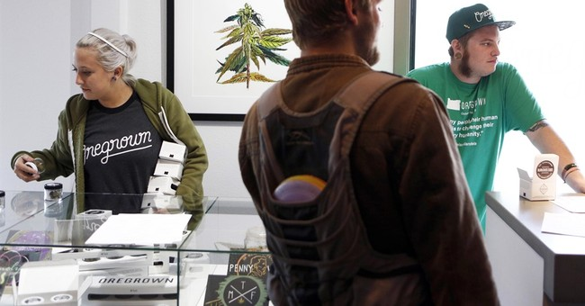 Oregon lawmakers push to protect pot users' info from US