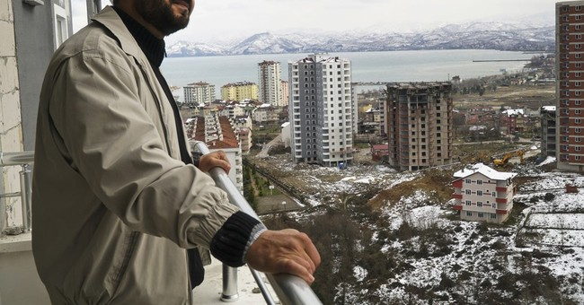 As Europeans steer clear, Turkey pins hope on Arab tourists