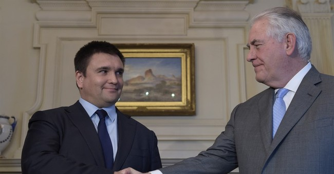 Ukraine foreign minister urges continued sanctions on Russia