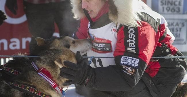 4-time champ takes Iditarod lead in Alaska's sled dog race
