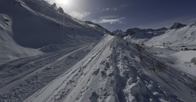 Avalanche strikes French ski resort of Tignes; no fatalities