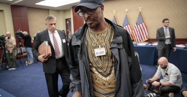 Son of former boxing champ tells lawmakers about detention