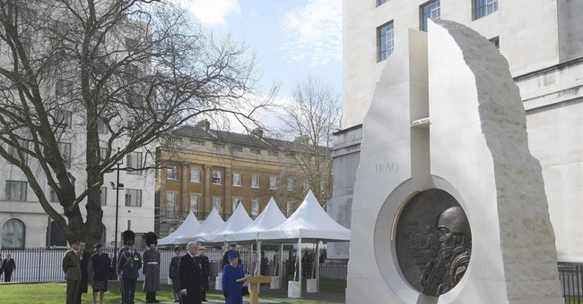 Queen unveils memorial to those who served in recent wars