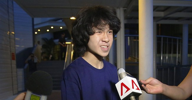 Teen blogger seeking US asylum fears return to Singapore
