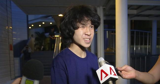 Teen blogger seeking US asylum fears return to Singapore
