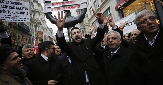 Turkey-Dutch relations shatter after Turkish visits banned