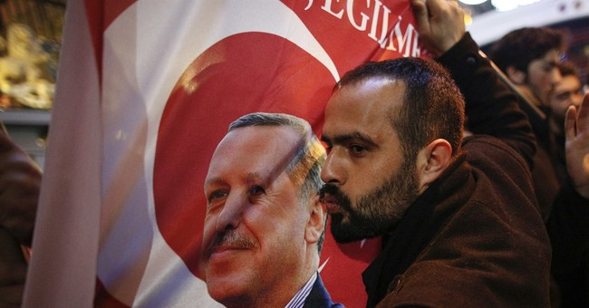 Turkey dispute timing may benefit Dutch premier in election