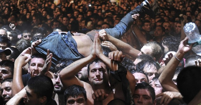2 die in crush at massive Argentine rock concert