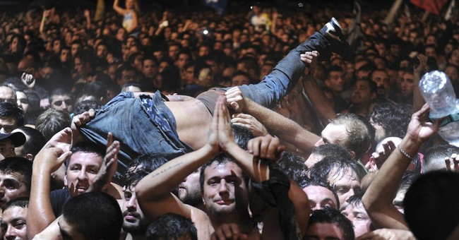 2 die in crush at massive Argentine rock concert