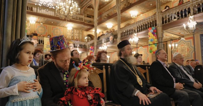 AP PHOTOS: Romania's small Jewish community celebrates Purim