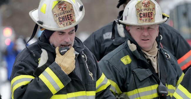 Fatal  New York apartment fire forces dozens into the cold