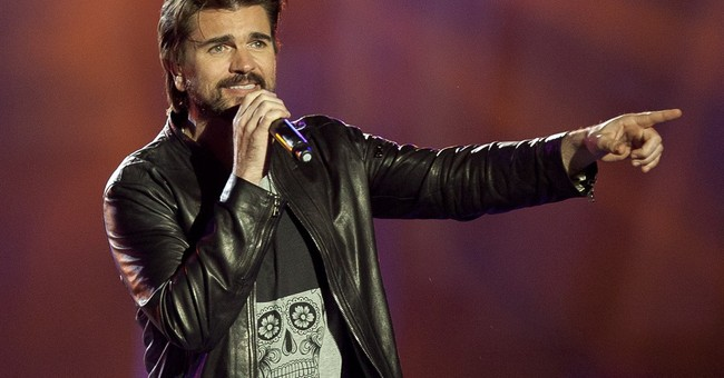 Colombian rocker Juanes writes 1st English song