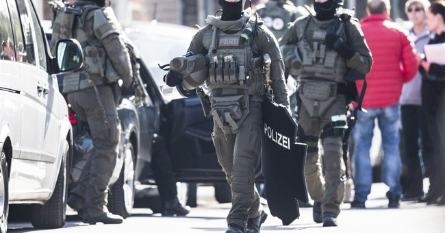 German bank robbery, hostage-taking ends without bloodshed