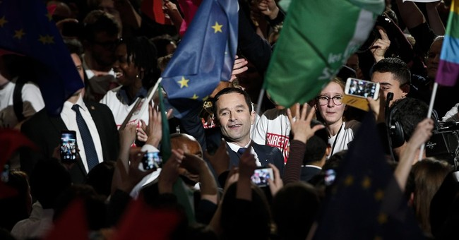 French Socialist draws crowd, says victory still possible