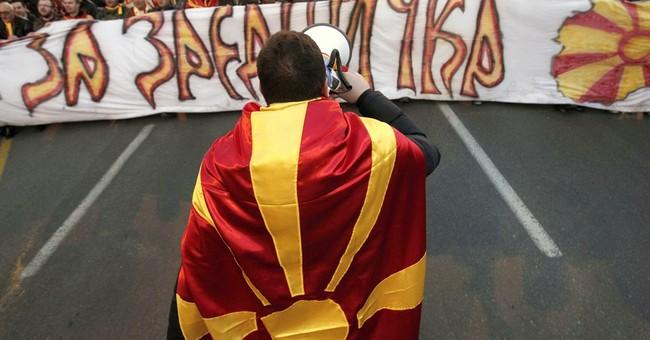 EU's Hahn heads to Macedonia to help break deadlock