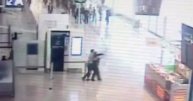 2 detained for possible weapon link in Paris airport attack