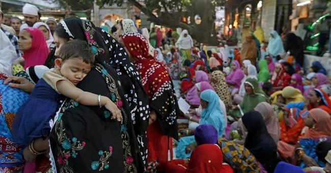 India jails 2 Hindu hard-liners for blast at Muslim shrine