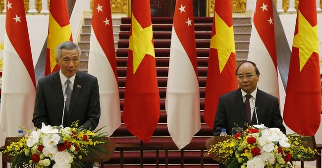 Singapore prime minister in Vietnam to up trade, investment