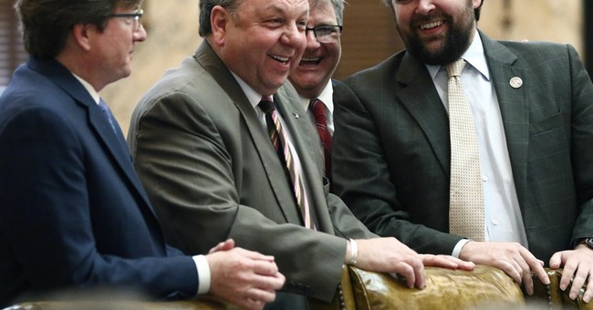 Mississippi lawmaker discloses dementia diagnosis from floor