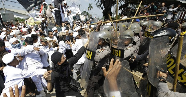 Indonesia police fire tear gas on Muslims protesting church