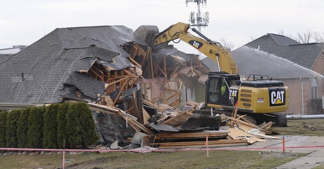 2 homes being demolished at suburban Detroit sinkhole site