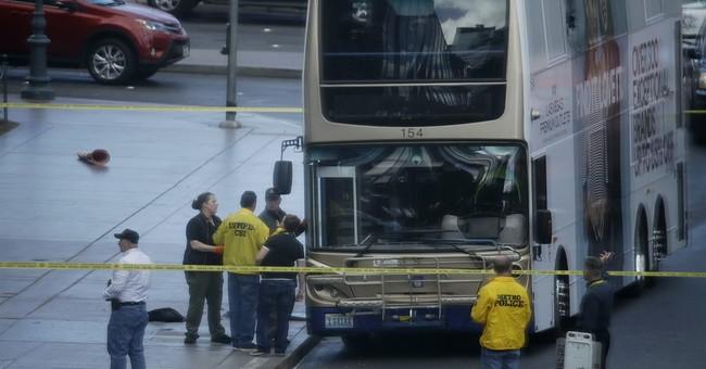 Police: 'No apparent reason' for shooting on Vegas Strip bus