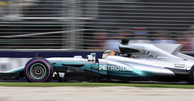 Lewis Hamilton takes pole in record pace at F1 Australian GP