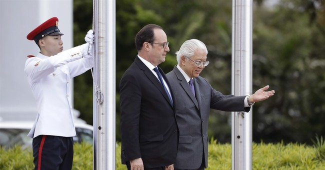 France's Hollande looks to strengthen ties with Singapore