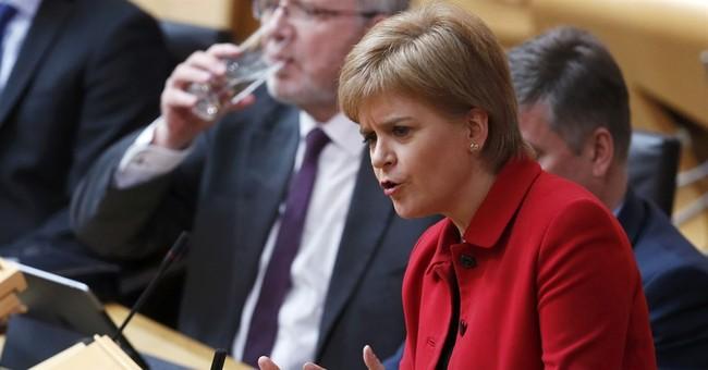 Scottish lawmakers back independence referendum call