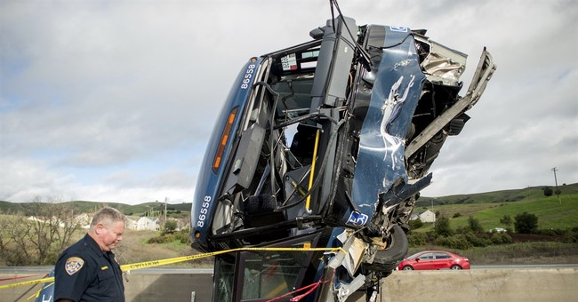 Federal report: Lack of markings caused 2016 fatal bus crash
