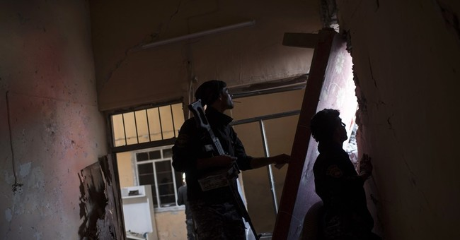 Mosul shows difficulty of removing militants from urban area