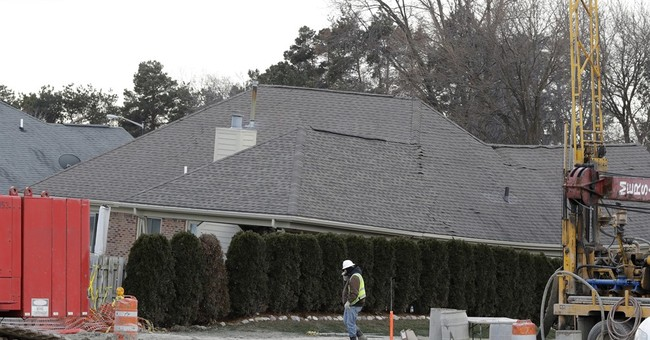 Most evacuated due to Detroit-area sinkhole allowed home