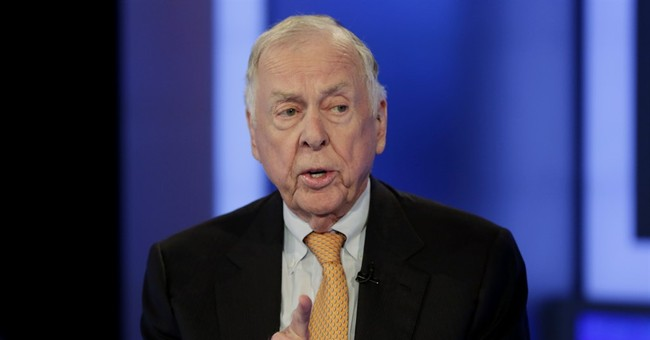 Oil tycoon Pickens back at work after suffering mini-stroke