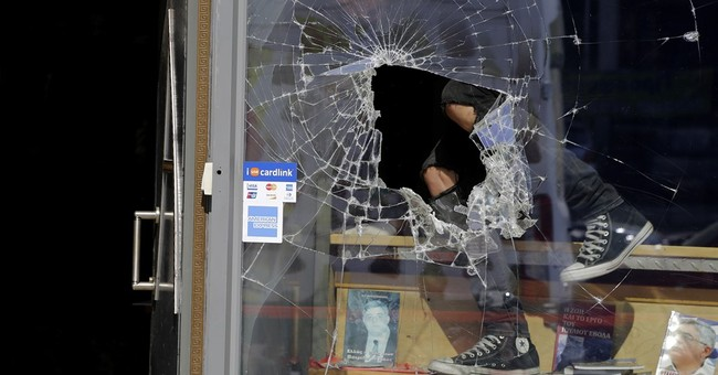 Greece: Offices of extreme right party attacked