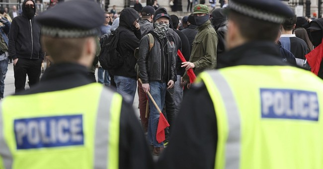 Far-right clash with anti-fascists in London, 14 arrested