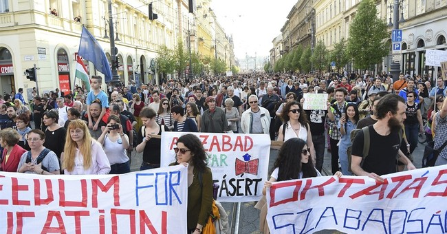 Large rally in Hungary for imperiled Soros-founded school